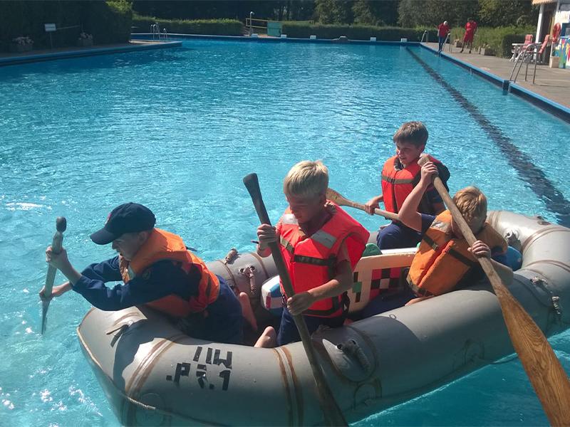 Die Jugendfeuerwehr unterwegs mit dem Schlauchboot